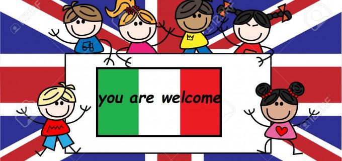 30650653-bambini-di-etnici-misti-Gran-Bretagna-bandiera-britannica-Archivio-Fotografico